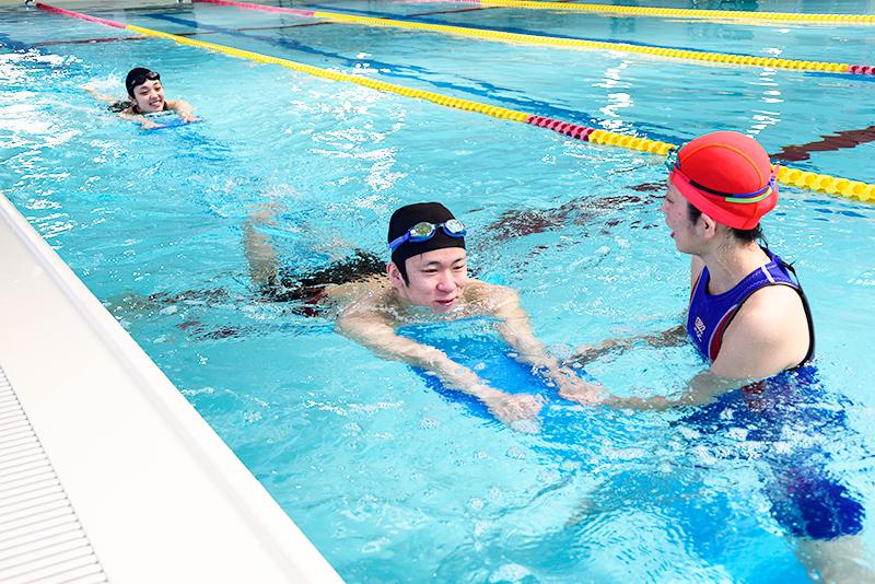 画像:はじめて二泳法(クロール・背)
